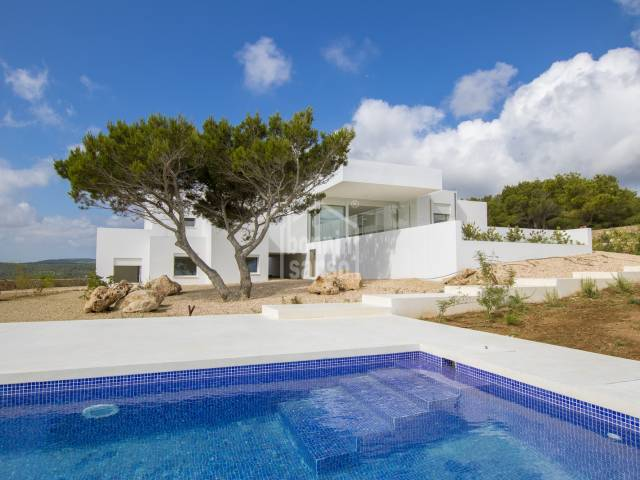 Modern, light and airy villa in Coves Noves.