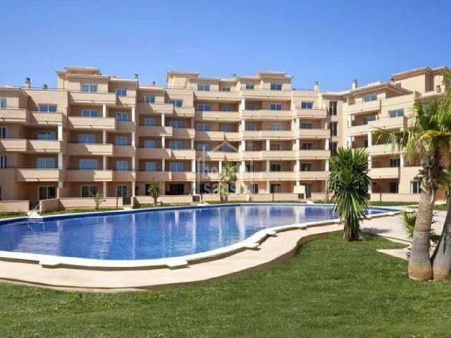 2º piso de aprox. 81m² con 2 terrazas de aprox. 25m² en zona residencial de Sa Coma muy tranquila.