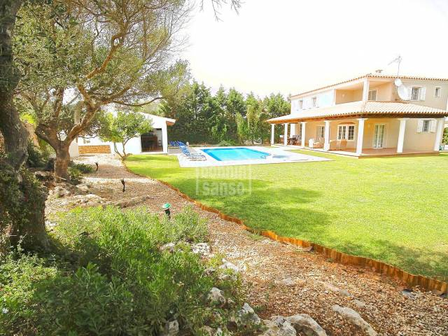 Well appointed villa in Binixica