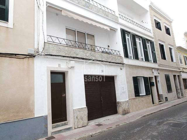 Large second floor close to th historical center of  Mahon. Menorca