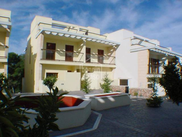 Duplex with large terrace, located next to the golf course in Son Parc, Menorca