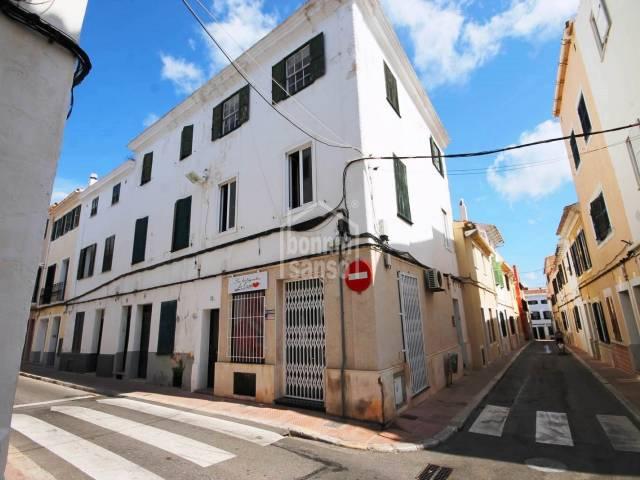 Business premises close to the main square of Mahon, the Esplanada.