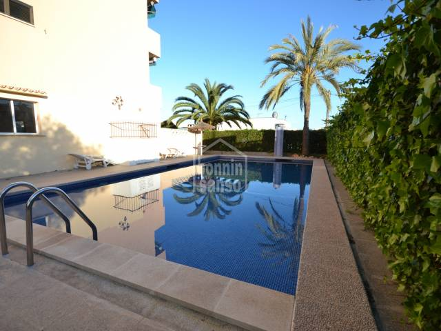 Apartment of approx. 40m², 1 bedroom and 1 bathroom in community with pool, garden and lift, just 10 minutes from the beach of Cala Millor