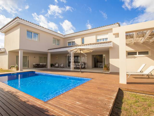 Moderne Neu-Bau-Villa in Malbuger, Mahón, Menorca