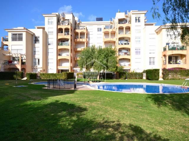 Impecable apartamento con 2 dormitorios, en complejo con piscina en Sa Coma, Mallorca