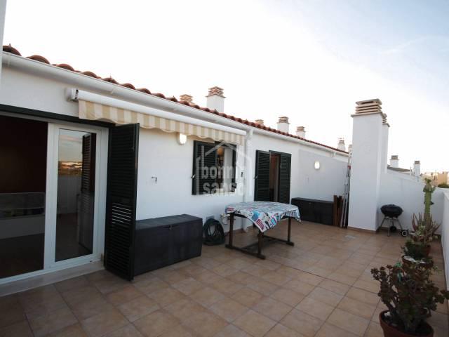 Acogedor ático de dos dormitorios con piscina comuntaria en Ciutadella, Menorca
