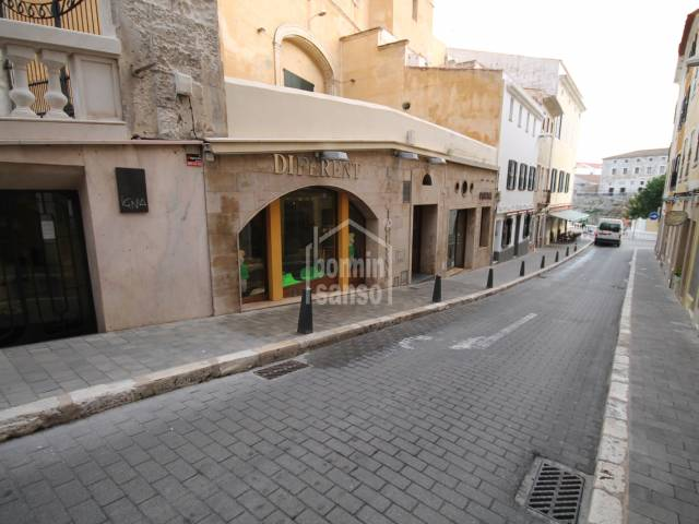 Centrally located commercial premises in Mahon