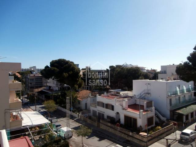 3rd floor apartment of approx. 60m² with  terrace of approx. 8m², only 200 metres to the sea front in Cala Millor.