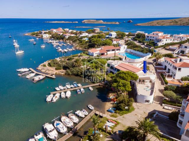 Especial propiedad en 1a linea de mar en Addaia, Menorca.
