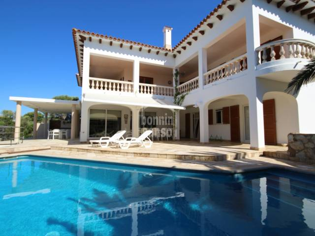 Magnificent fully renovated ground floor with private pool two steps from the sea, in a quiet area, ideal to live all year round or for beautiful holidays in Calan Brut, Ciutadella, Menorca