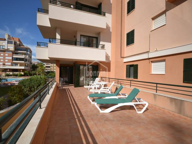 Spacious ground floor apartment of approx. 103m² plus approx. 20m² of porch and open terraces of approx. 44m².