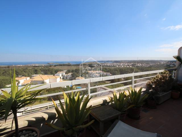 Apartment with parking and large terrace and magnificent sea views in Coves Noves on the north coast in Menorca