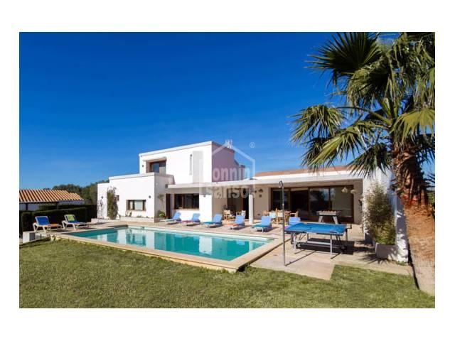 Chalet de estilo contemporaneo cerca de la Playa de Binibeca. Menorca