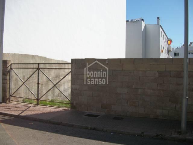 Bebaubar in Ferrerias (Town)