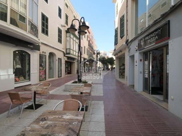 EN TRASPASO. Local comercial en en centro de Mahón, Menorca.