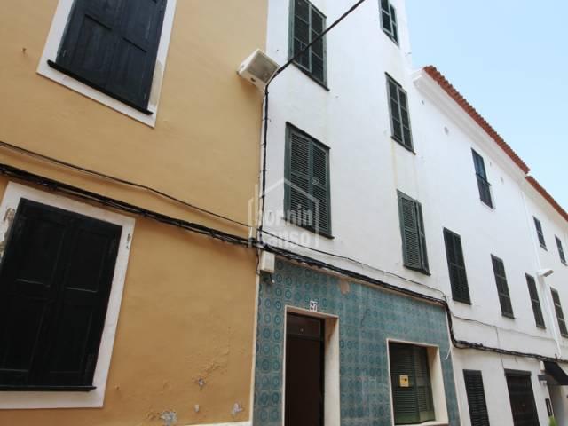 Edificio en el centro histórico de Mahón