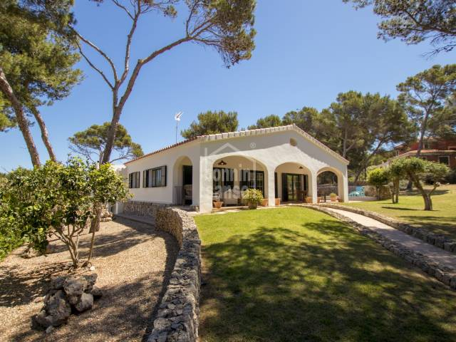 Modern and functional villa close to the Son Saura Nord beach and the Son Parc Golf Course. Menorca