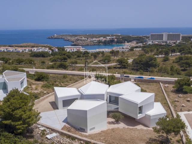 Villa contemporanea de reciente construccion en Coves Noves de Menorca