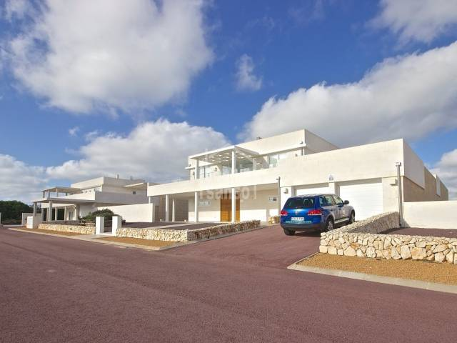 Recently built villa in Binibeca Vell