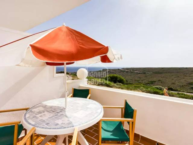 Apartamento con piscina comunitaria y vistas al mar