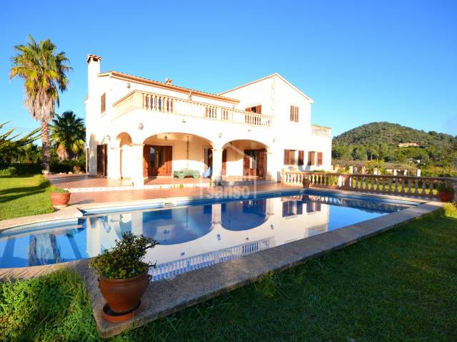 Spectacular country house situated between Son Servera and the well known Pula Golf Course,Mallorca