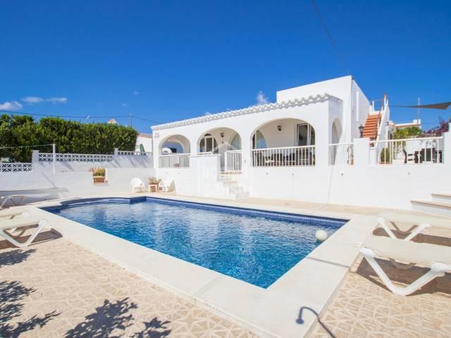 Villa mit Touristen Lizenz und wunderschönen Meerblick in Calan Porter, Menorca.