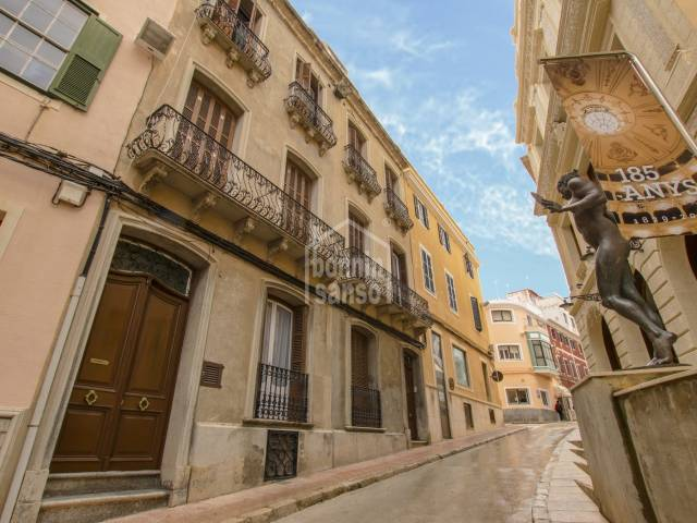 Magnificent, stately house located opposite the majestic Teatre Principal of Maó