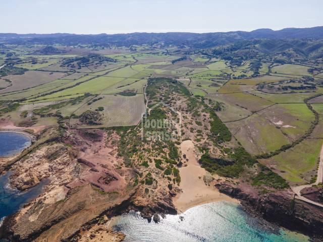 Gran finca de 245 hectáreas con acceso a dos playas en la costa norte de Menorca
