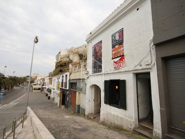 Commercial premises and apartment in the harbour of Mahón, Menorca