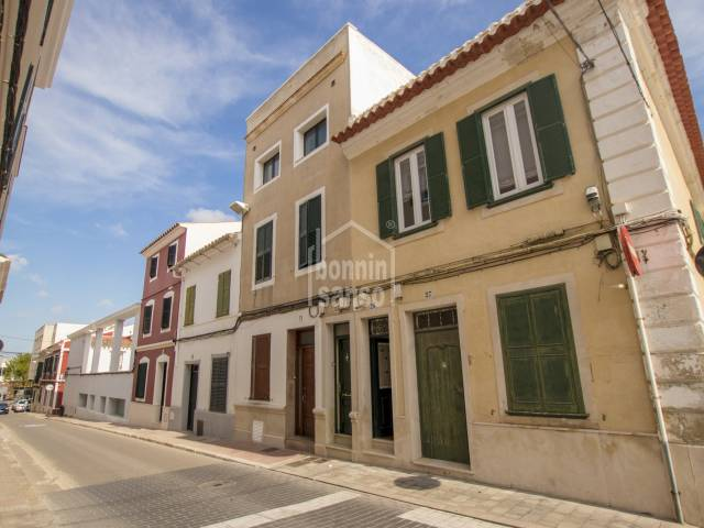 Property on the first and second floors of a house only a few minutes from the historic centre of Mahon, Menorca.