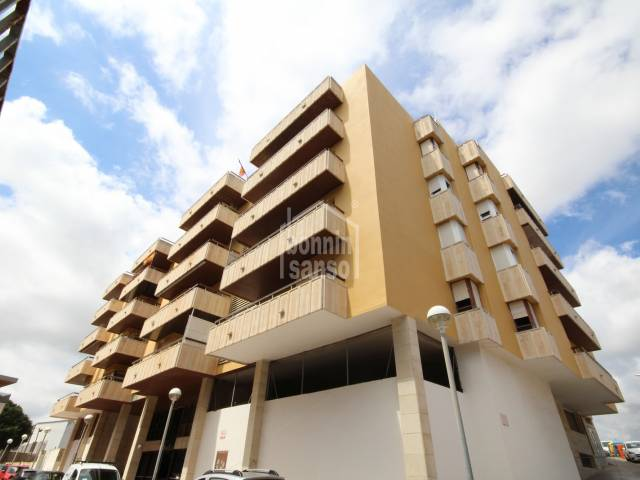 Large flat in perfect condition with lift in Mahon, Menorca.