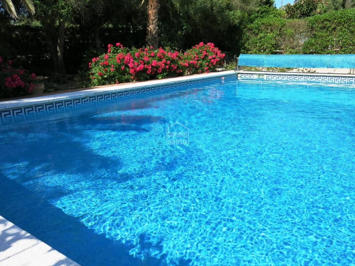 Buy nice villa with lovely gardens and swimming pool - Swimming pool bonn ...
