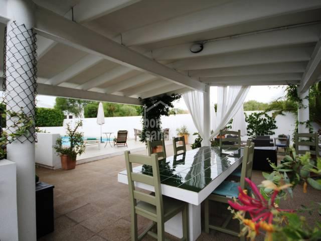 Encantadora casa con vistas al campo  5 minutos de la playa en Calan Porter.Menorca
