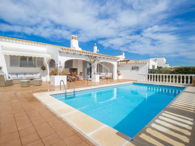 Une charmante villa avec une vue exceptionnelle, Cala Llonga, Menorca
