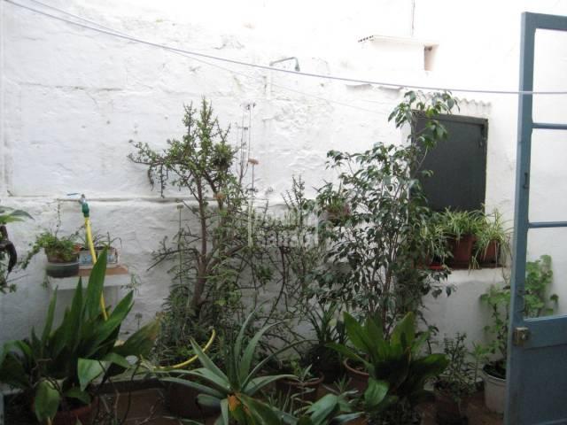 Casa adosada con patio en el centro de  Es Castell, Menorca