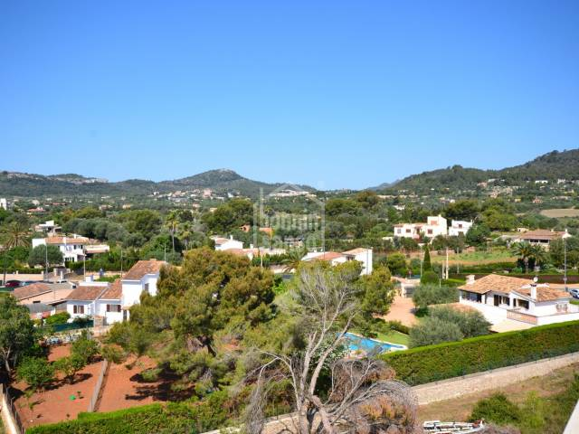 Apartamento con terraza solárium en segunda linea en el Puerto de Cala Bona. Mallorca