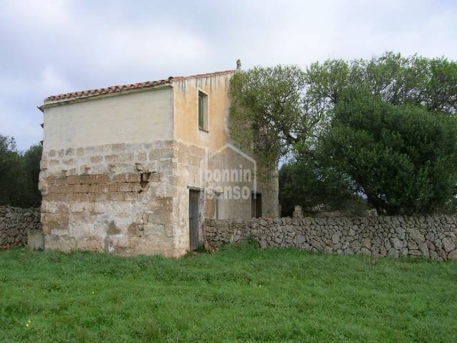 Rustic land in Llumesanes, with old building. Menroca