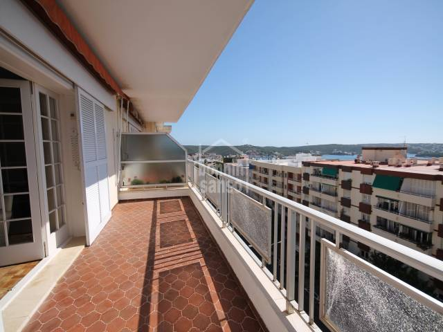 Lovely flat with far sea views of Mahón harbour in a popular area of Mahon