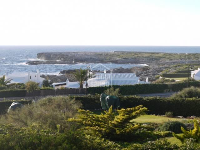 Chalet moderno con vistas al mar situado en Binibeca, Menorca