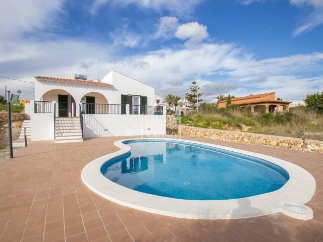 Bonito y cómodo chalet de nueva construcción en Calan Porter (Menorca).