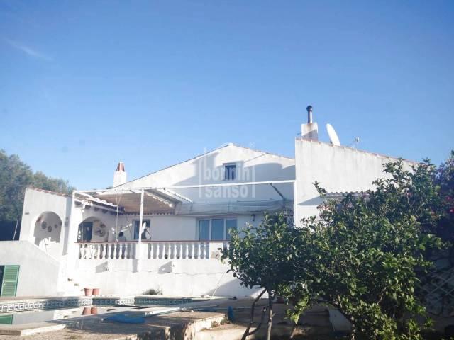Villa con vistas panoramicas al campo y mar Binixica, Menorca.