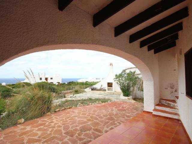Villa to reform in Cala Morell, with many possibilities