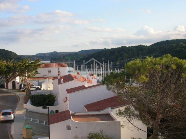 Fantástico apartamento con vistas al mar en el puerto de Addaya, menorca