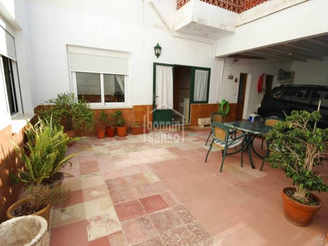 Ground floor apartment with large patio, independent entrance, two steps from the old port of Ciutadella, Menorca