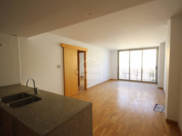 Second floor apartment located next to the center of Ciutadella with swimming pool