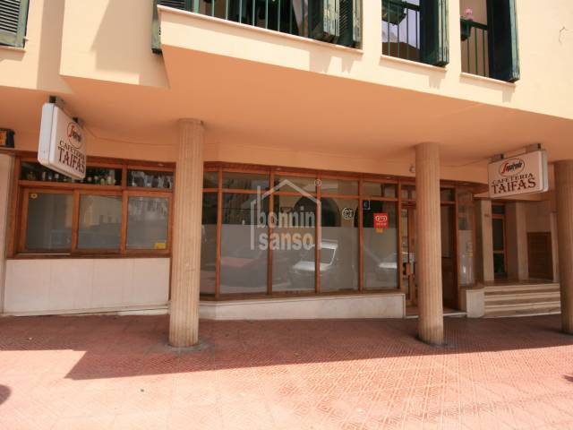 Premises equipped as a bar in  Av. Menorca in Mahón .