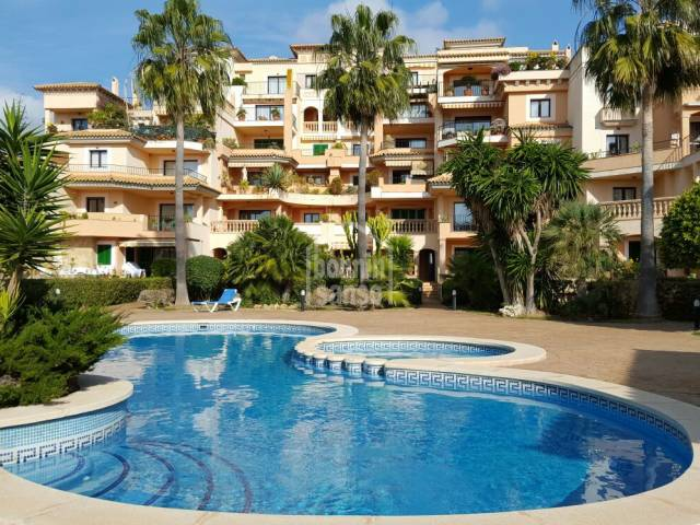 Beautiful fully refurbished apartment of approx. 85m² only 10 min from the beach of Cala Millor. 2 Bedrooms, 2 bathrooms, pool, parking and storageroom