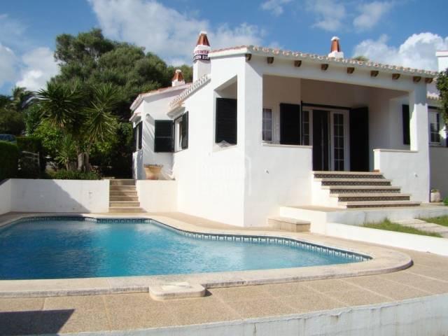 Bonito chalet con piscina privada en Binibeca