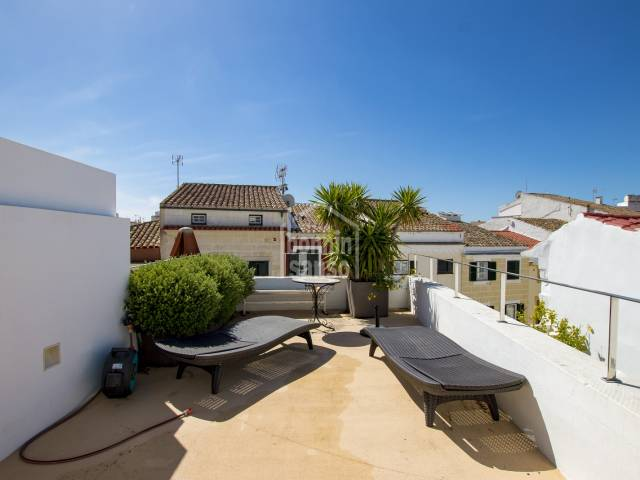 Magnificent townhouse with 2 terraces and local near the old town of Mahon in Menorca