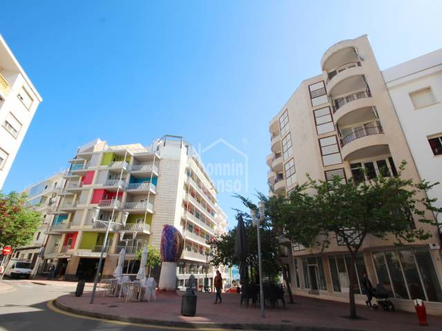 Fifth floor apartment with lift in a residential area of Mahón, Menorca.